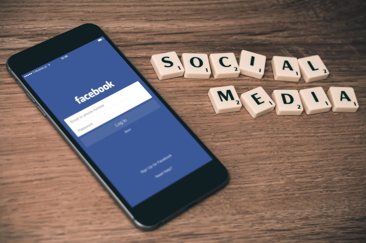 social media facebook op iphone